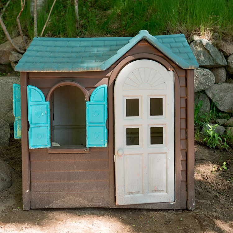 rust-oleum-spray-paint-playhouse-makeover-diy-inspirational-project-before